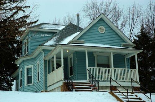 20_DSC_2518 Fee Fee blue house snow 012207.jpg