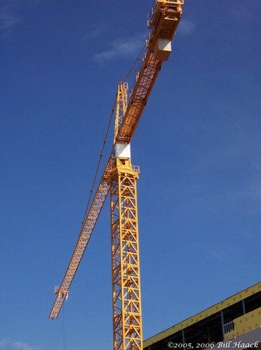 35_100_1098 crane blue sky 081905.jpg