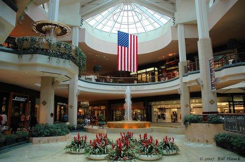 64_DSC_7030 inside Galleria fountain 062306.jpg