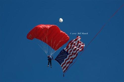 83_DSC_0068 parachutist w flag 091606_11.jpg