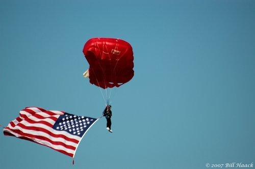 83_DSC_0146 paraschutist w flag 091606.jpg
