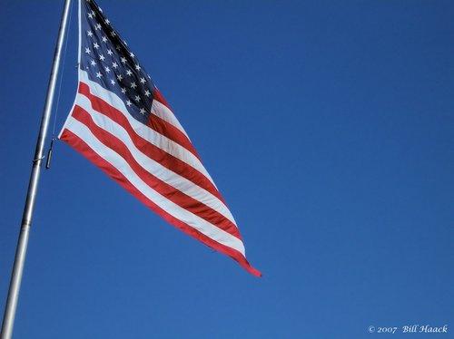 86_100_1877 US Flag 091305.jpg