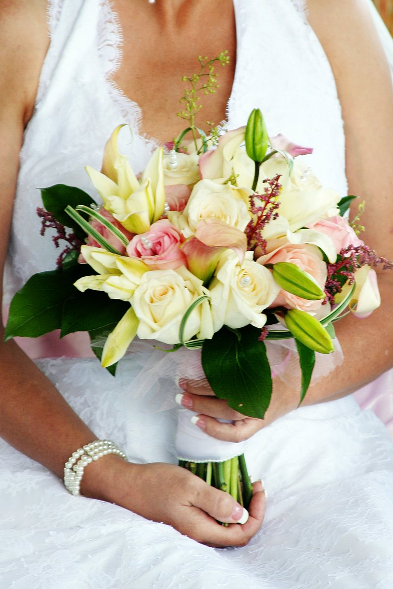 White Roses And Oriental Lilies Brides Bouquets Metro Detroit