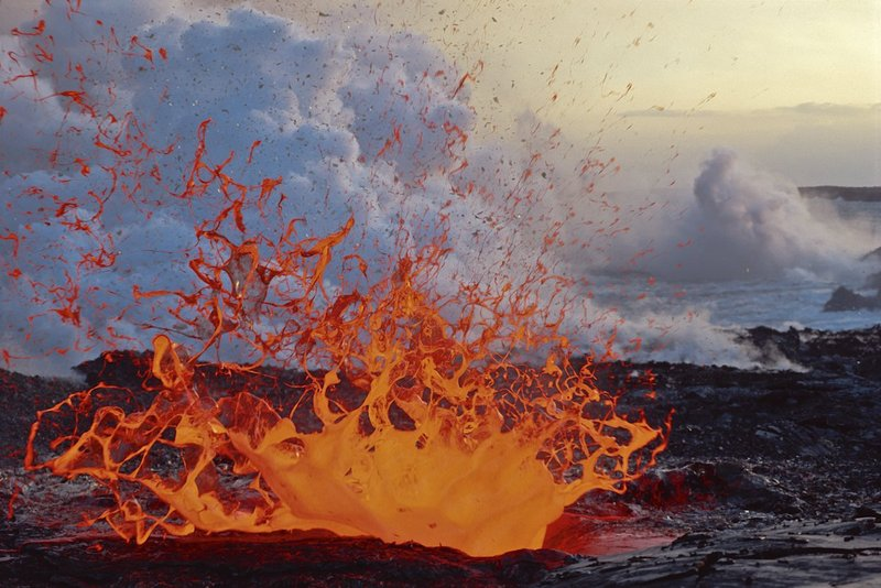 21-Limu-O-Pele.jpg :: Exploding Lava Bubble. Ocean water entering a lava tube creates large bubbles of lava to form and explode near the ocean entry were lava pours into the Pacific Ocean. Kamoamoa. HVNP. Hawaii.