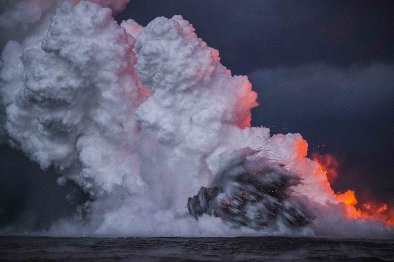 RZ2182.jpg :: 2018 volcanic eruption in Leilani Estates subdivision on the Big Island of Hawaii.  Lava flowing into the ocean.