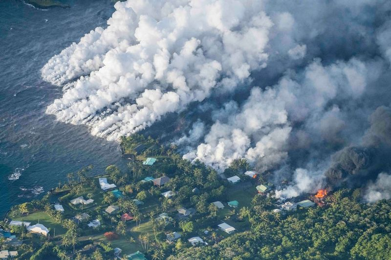 RZ9443.jpg :: 2018 volcanic eruption in Leilani Estates subdivision on the Big Island of Hawaii.  Lava flowing into Kapoho Bay.
