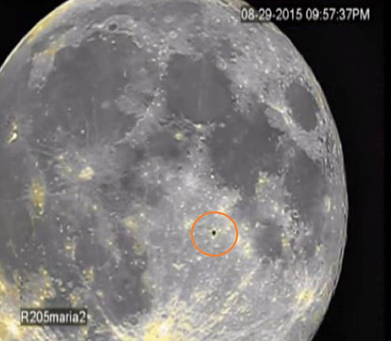 8-29-15 MOON--ALIEN CRAFT PASSING OVER THE SURFACE--PIC 2--UFO CASEBOOK.jpg :: 15