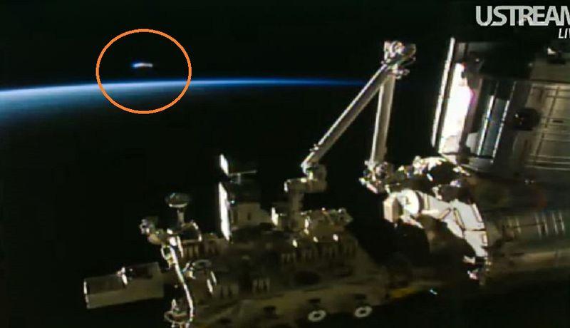 4-5-16  UFO AND I.S.S. IN ORBIT --NASA.jpg