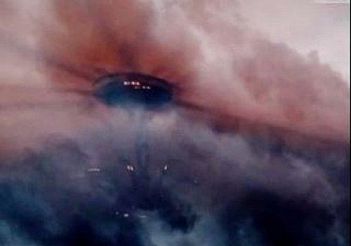 8-2-15 MICHIGAN --UFO CASEBOOK--WITNESSED IN THUNDERSTORM.jpg