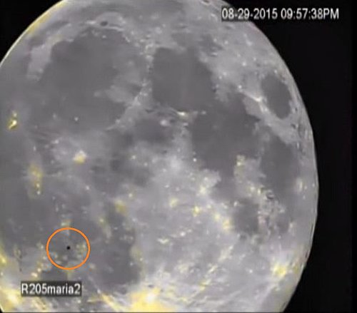 8-29-15 MOON--ALIEN CRAFT PASSING OVER THE SURFACE--PIC 4--UFO CASEBOOK.jpg