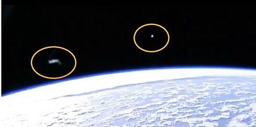 4-5-16  UFO AND I.S.S IN ORBIT--NASA--PIC 3.jpg