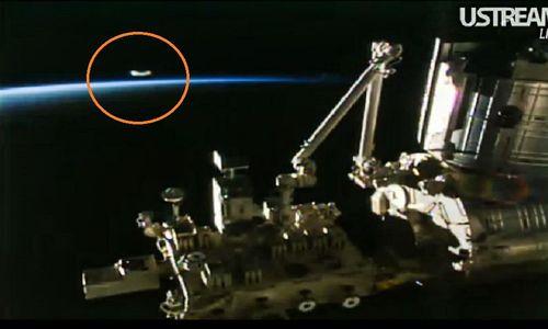 4-5-16 UFO AND IS.S. IN ORBIT NASA--PIC 2.jpg